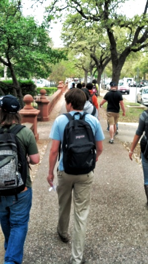 Students soundwalking on Whitis Ave. (UT Campus). Photo by Leonardo Cardoso.